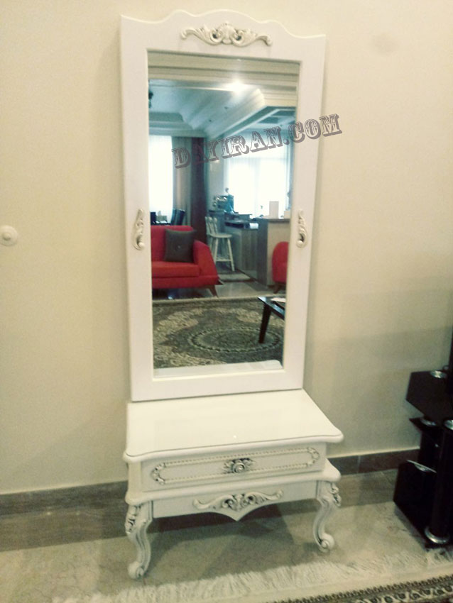 آینه و کنسول مانا